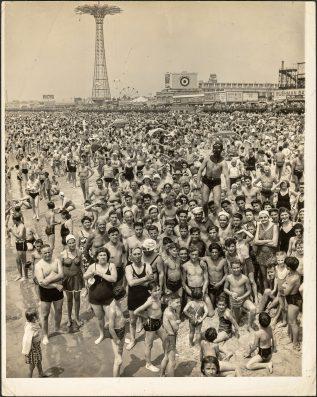 Weegee ( 1899 – 1968 )